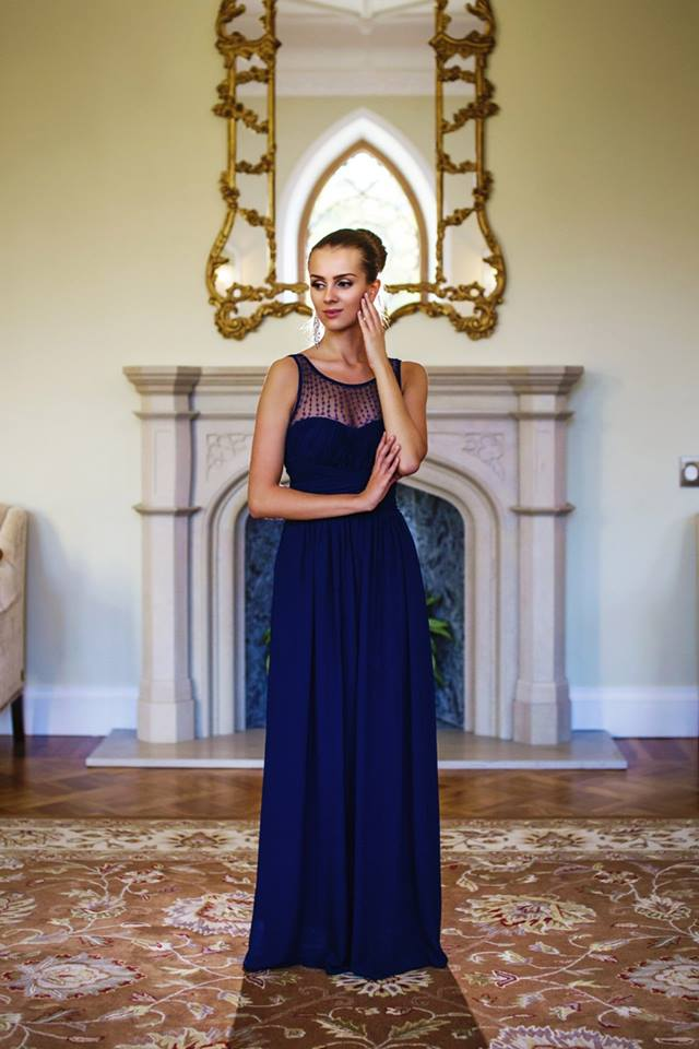 Dámské dlouhé plesové šaty u dekoltu s korálky - modré - vel. M